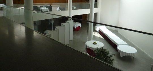 Glasgeländer mit Edelstahl- Handlauf
