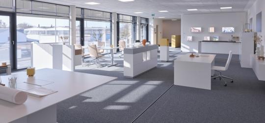 Innenansicht der Büros mit PR-Fassade und Einsatzelementen -Bild mit freundlicher Genehmigung der Hund Möbelwerke