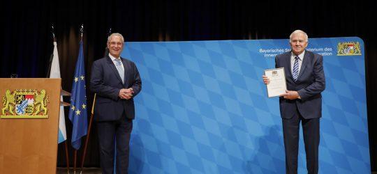 """Blaulichtempfang """"Sicheres Bayern"""" am 23. Oktober 2020 in Erlangen. Im Bild: Innenminister Joachim Herrmann (li) und Theo Vorndran (re) Foto: Giulia Iannicelli/StMI"""